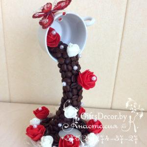 Парящая чашка с бабочкой