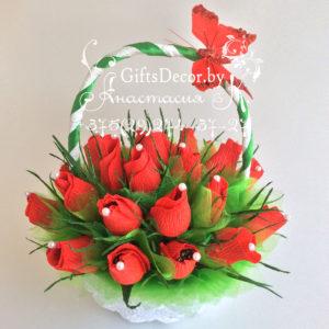 Корзина из цветов и конфет