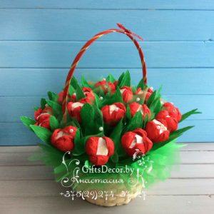 корзинка из конфет весенние тюльпаны