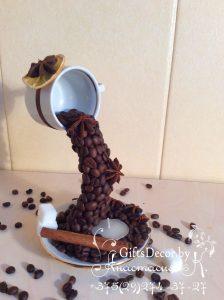Кофейная парящая чашка