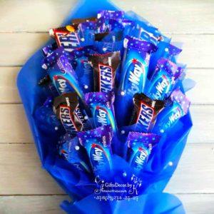 Букет из шоколадных батончиков Snickers и Milky Way