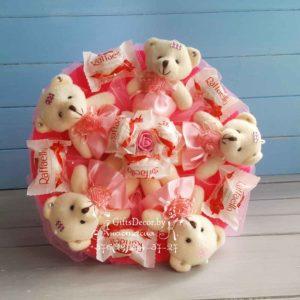 Букет из 5-ти розовых мишек с Raffaello