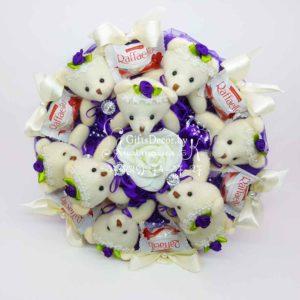 Букет из 9 фиолетовых мишек с Raffaello