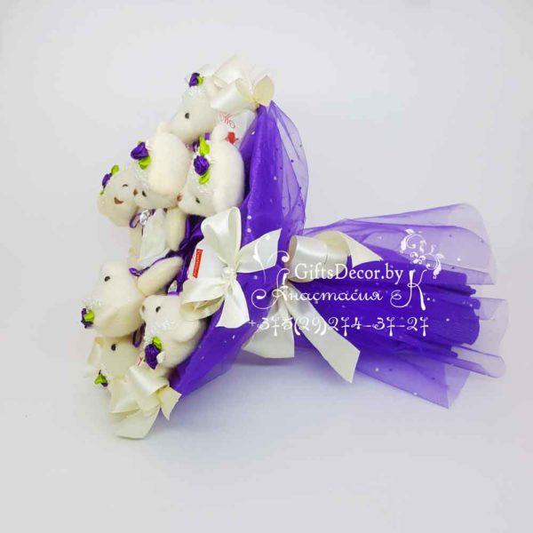 Buket iz 9-kh fioletovykh mishek s Rafaello