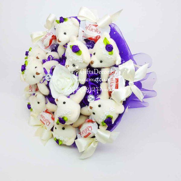 Buket iz fioletovykh mishek s Rafaello