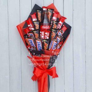 Сладкий букет из шоколадных батончиков
