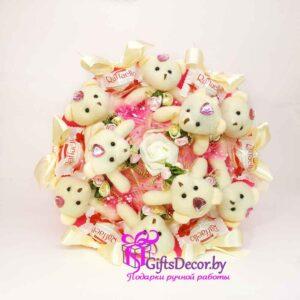 Букет из 9 розовых мишек с Raffaello