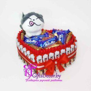 Композиция из конфет с мягкой игрушкой